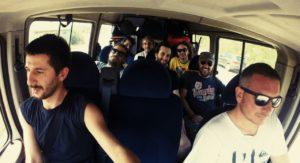 sine-frontera-in-furgone-durante-il-tour
